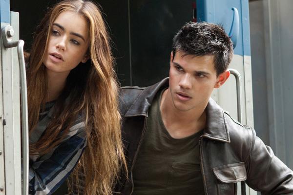 Antes do desfecho de Crepúsculo, ator volta às telas como protagonista de filme de ação