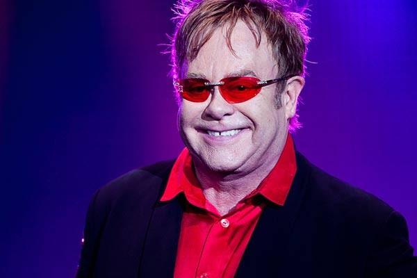 Elton John está entre as estrelas da edição 2011