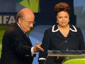 Blatter e Dilma durante evento da Copa no Brasil