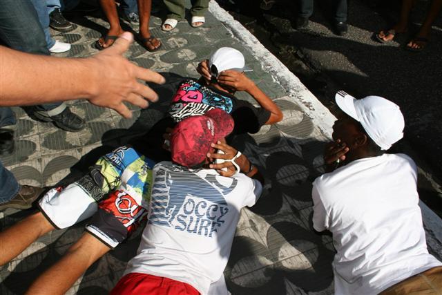 Três jovens foram detidos após tumulto no centro