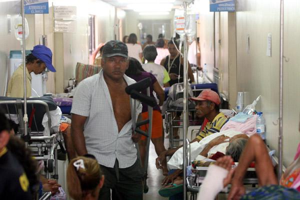 Ontem, 57 pacientes estavam internados nos corredores do HWG