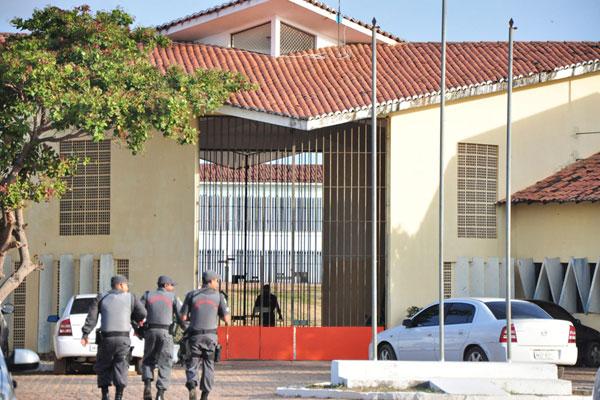 Policiais militares impediram que mais de 100 presos do Pavilhão 4 conseguissem escapar ontem