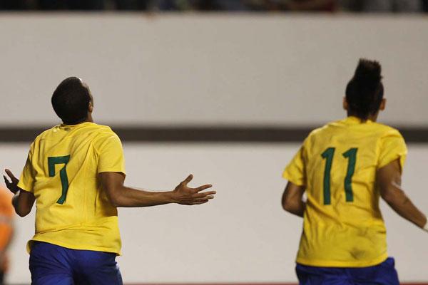 A nova geração de astros brasileiros embalou a festa montada pela torcida no estádio Mangueirão