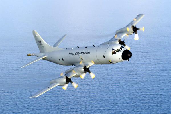 Aeronave P-3AM participa de simulação de guerra antissubmarino no RJ