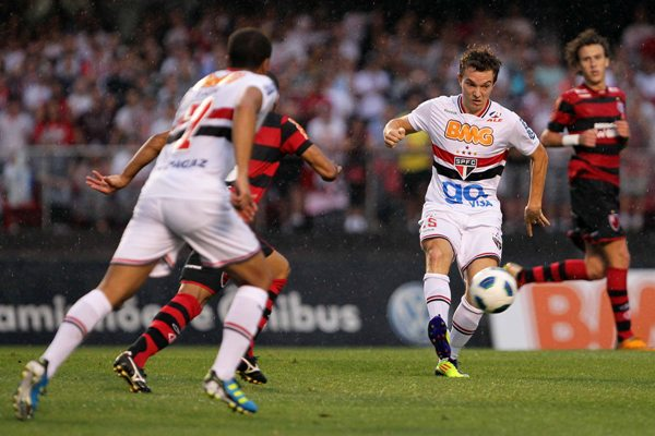 Dagoberto marcou gol do São Paulo, mas não evitou derrota no Morumbi