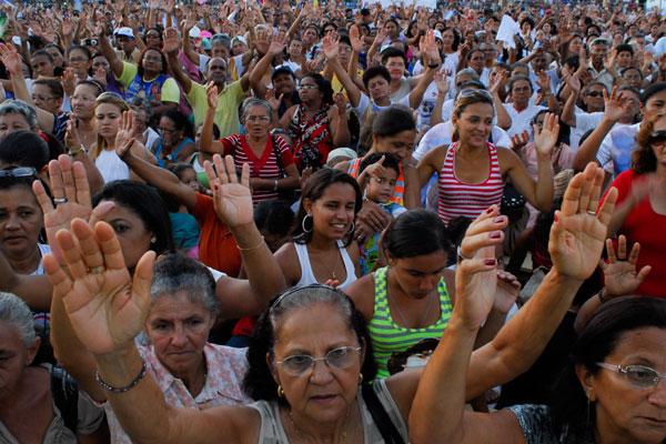 Durante a tarde, o Corpo de Bombeiros já contabilizava um público de aproximadamente 5 mil fiéis