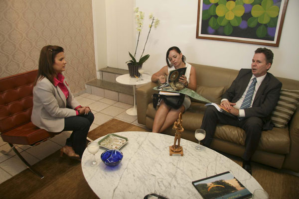 Prefeita Micarla de Sousa recebeu representantes da Cosern no Palácio Felipe Camarão