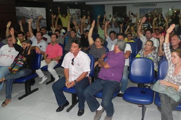 Decisão em adiar indicativo de greve foi tomada ontem à noite em assembleia dos policiais civis