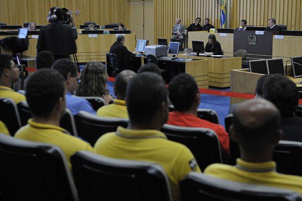 No julgamento, também  foi decidido que a categoria deve voltar ao trabalho a partir de amanhã