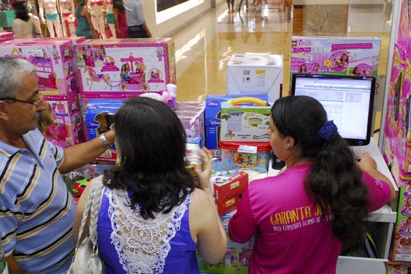 Entre as vagas mais ofertadas nas lojas estão as voltadas para vendedores e operadores de caixa