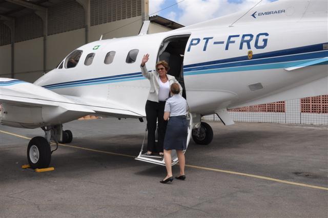 A governadora Rosalba Ciarlini desembarcou no final da manhã desta segunda-feira em Natal após viagem, à serviço do Estado, para os EUA