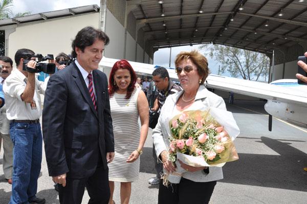 Robinson Faria recepciona Rosalba Ciarlini no aeroporto