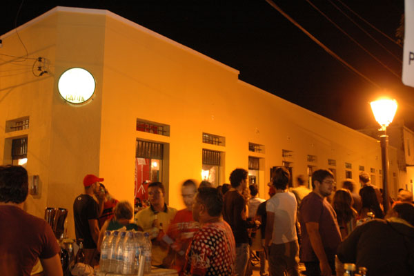O mais movimentado calçadão da Ribeira recebe clientela de volta com show da banda Arquivo Vivo