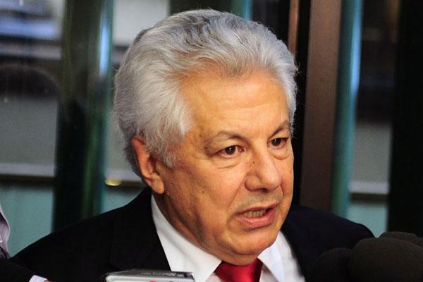 Deputado Arlindo Chinaglia defende o relatório preliminar