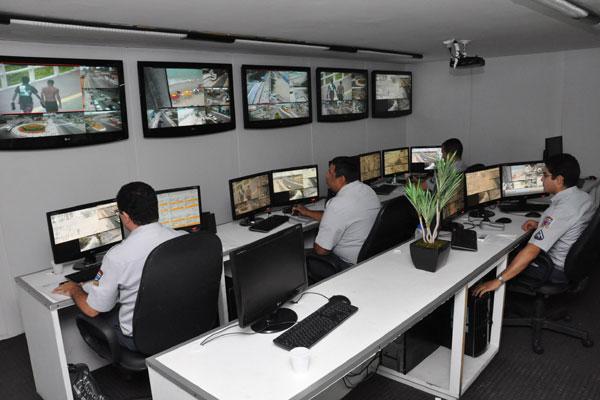 Em relação a comunicação na área de Segurança, Natal já tem uma boa estrutura: ao Ciosp estão conectados, atualmente, 1.200 rádios. Já o sistema de monitoramento é alimentado por 41 câmeras
