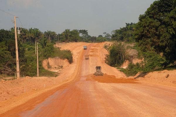 BR-163, entre Cuiabá e Santarém: obras se arrastam há anos