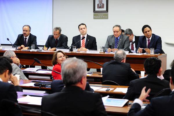 Orlando Silva comparece à audiência pública da Câmara