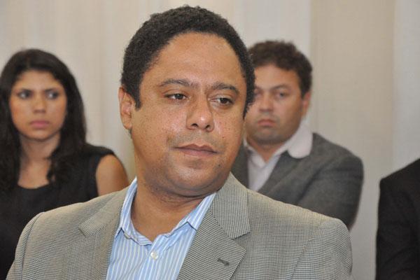 Orlando Silva entrega cargo um dia após o Supremo Tribunal Federal anunciar abertura de inquérito para investigar denúncias