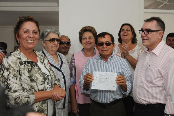 * Governadora anuncia liberação de R$ 400 mil para o hospital do câncer.