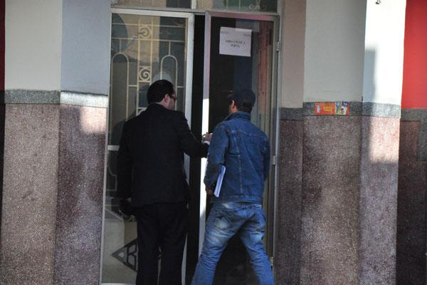 Rômulo Lemos chegou à delegacia acompanhado do advogado e não falou com a imprensa