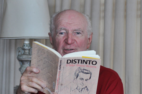 """No livro, Lauro Bezerra costura a história política da família Bezerra, iniciada em 1945, durante momento de reabertura: """"Meu tio Theodorico Bezerra, um dos grandes nomes da política do RN, e Aluísio foram os fiéis defensores do verdadeiro PSD de JK"""", conta o autor"""
