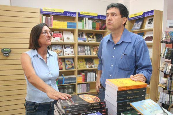 O proprietário da livraria, Aluísio Azevedo, e Lígia Dantas, dona do café instalado no local: espaço também terá galeria e um memorial