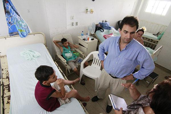 * Aí mata: Médicos suspendem cirurgias ortopédicas.