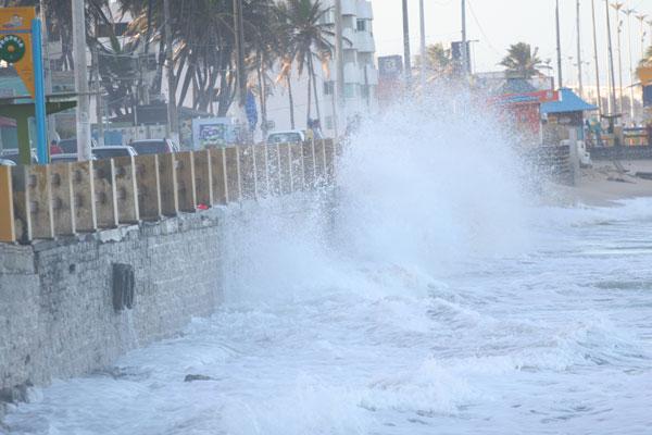 Resultado de imagem para ondas alta em Natal