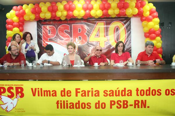 Reconduzida à presidência do partido no RN, Wilma de Faria (na foto com os demais membros do diretório do PSB) disse que ainda não tem  candidatura consumada