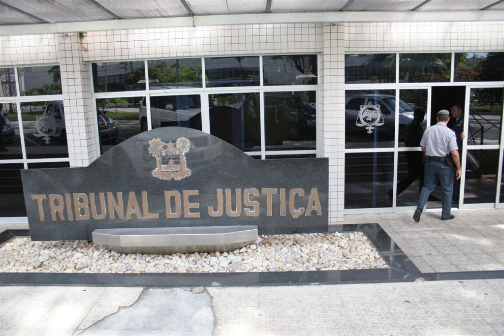 Bandidos tentam arrombar caixas eletrônicos do prédio do Tribunal de Justiça do Rio Grande do Norte (TJ/RN), na Cidade Alta
