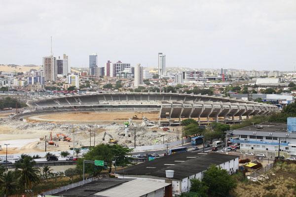 Com boa parte da sua estrutura no chão, estádio que marcou a carreira de uma geração de cronistas é relembrado por fatos marcantes