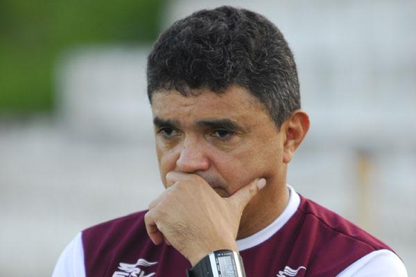 Flávio Araújo tem dúvidas no time, mas pensa positivo para o jogo