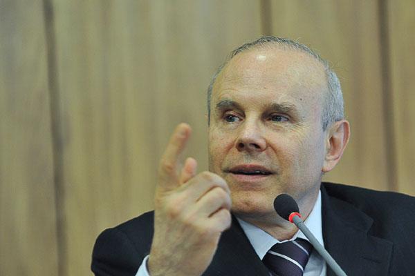 Ministro Guido Mantega assinou decreto com Dilma, estabelecendo a vantagem