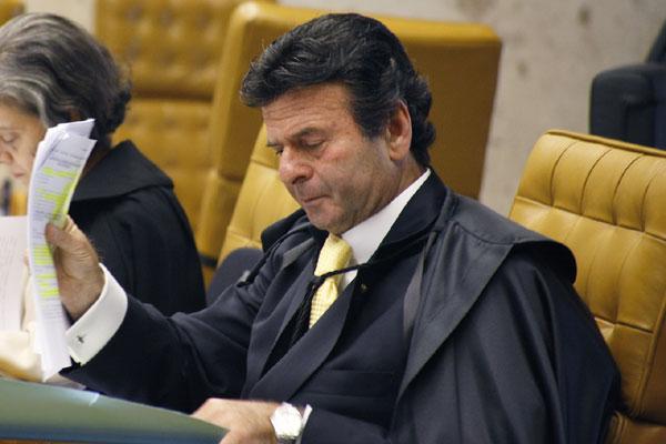 Luiz Fux defende que político que renunciar ao cargo só pode se tornar caso abandono do cargo ocorra após abertura do processo de cassação