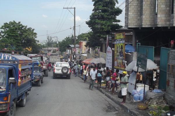 Brasileiros comandam a força de paz criada pela Organização das Nações Unidas para por ordem no Haiti, país marcado por tragédias, corrupção e disputas políticas