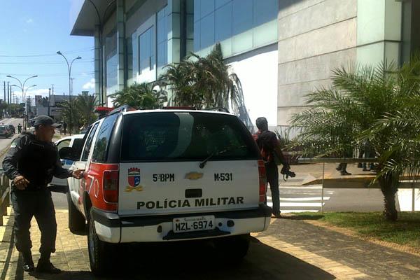 Policiais entraram no shopping para prender o suspeito
