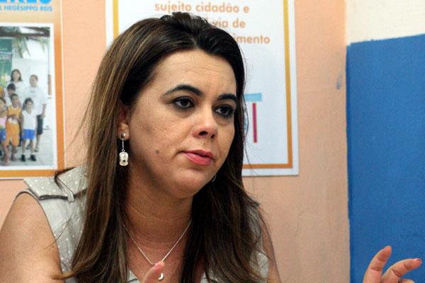 Cláudia Santa Rosa defende capacitação de professores