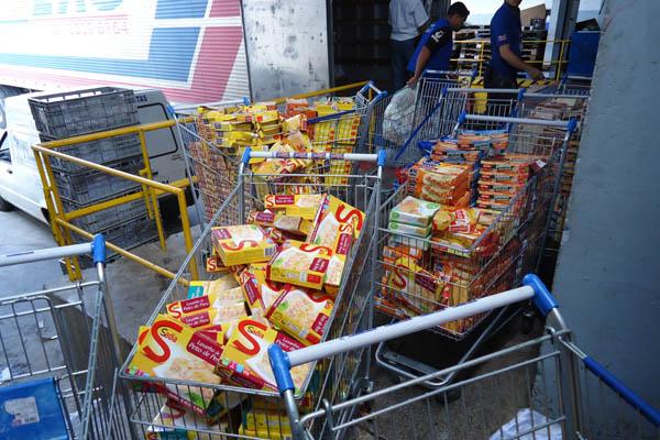 Produtos mal acondicionados no Hiper foram apreendidos na tarde desta sexta-feira (18)