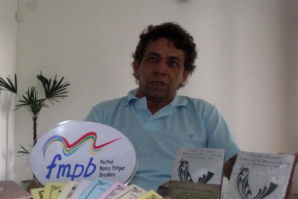 Poeta Manuel de Azevedo diz que cordéis estão ganhando cada vez mais espaço e aceitação