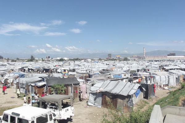 O terremoto que destruiu a capital haitiana no ano passado fez surgir 800 acampamentos de desabrigados, cada um com suas peculiaridades, mas todos com o mesmo problema: alto índice de violência