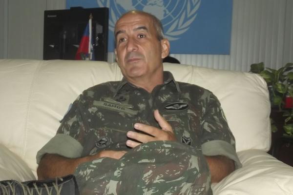 General de Brigada Luiz Eduardo Ramos Baptista Pereira é o camando do braço militar da Minustah, missão que defende como bom soldado