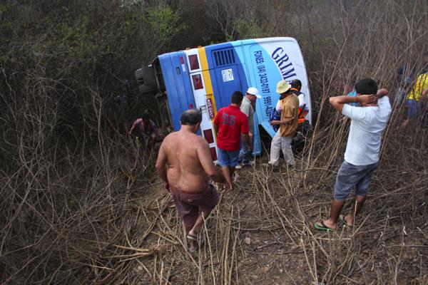 O veículo transportava 12 pessoas, entre passageiros e tripulantes