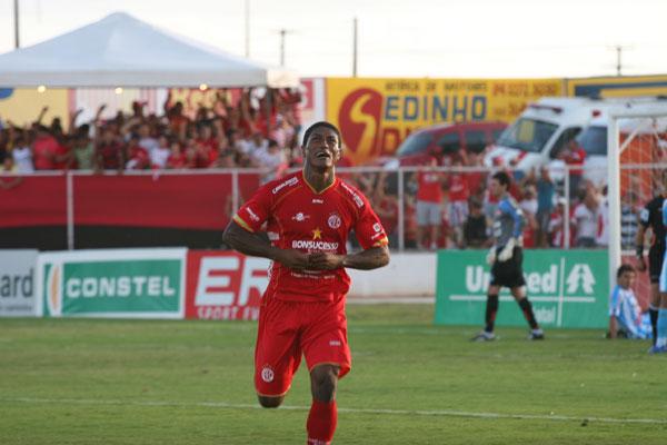 Max fez o gol do acesso à Série A em 2006 e à Série B em 2011
