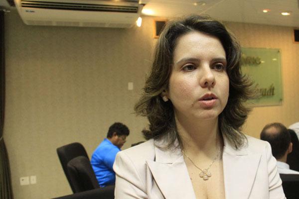 Promotora Elaine Cardoso recomenda que a Prefeitura reveja orçamento