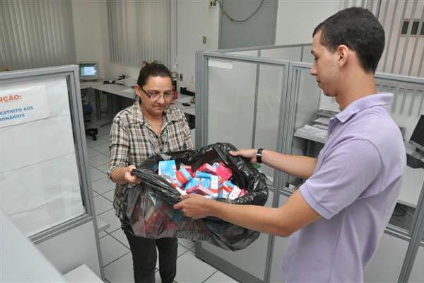 Repórter Marco Carvalho entregou os medicamentos na Suvisa nesta quarta