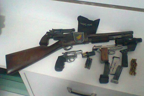 Armas foram apreendidas na Operação Sinal Fechado
