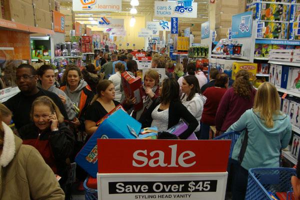 Black Friday nos EUA: consumidores disputam produtos nas lojas com descontos de até 90%