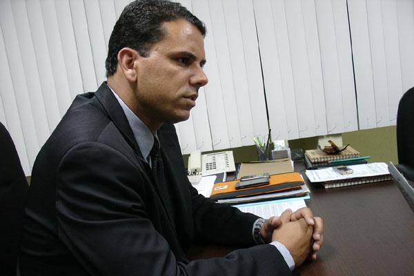 Secretário Rodrigo Cintra mantém média de despesas com passagens e ausências de Natal