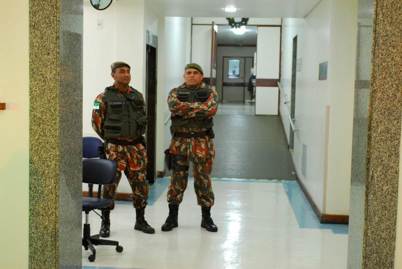 Policiais realizam escolta de João Faustino no São Lucas
