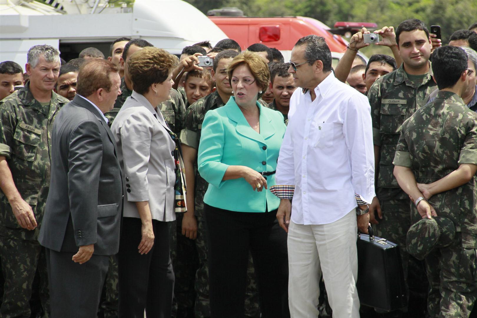 O deputado federal Henrique Eduardo Alves também esteve no aeroporto de São Gonçalo do Amarante